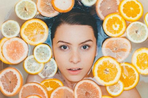 Flash luminosidad, con vitamina C.