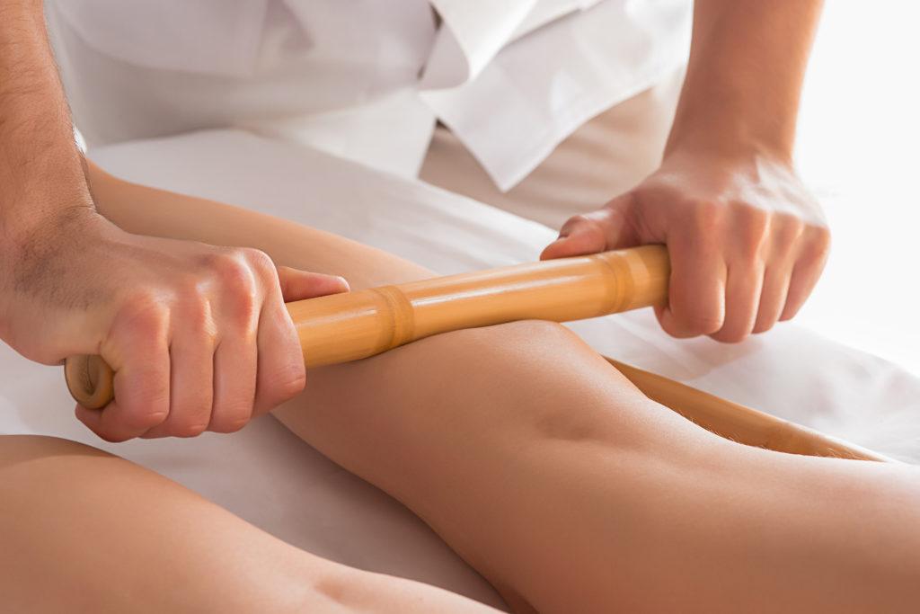Tratamiento reductor caña de bambú, maderoterapia. En Naturaqua.