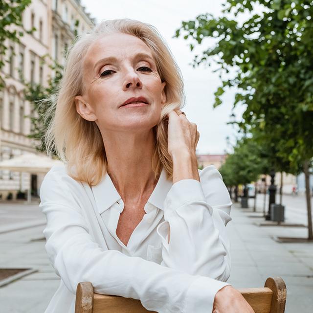 mujer atractiva 50+. Belleza a cualquier edad